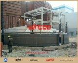 Sollevando sistema con il criccio usato per la costruzione del serbatoio