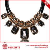 Halsband van de Nauwsluitende halsketting van de Partij van de Legering van de manier de Gouden met Groot Hangend Kristal