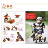 Outdorの運動場の木の主題の三輪車の赤ん坊の自転車