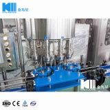 Gekohlte Getränke, die Zeile für kleine Fabrik-Maschinen füllen