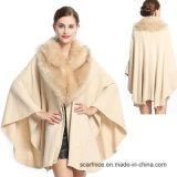 カシミヤ織のキツネの毛皮のオーバーコートのショールのマントのコート