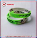 Braccialetto multicolore del braccialetto del silicone che fa pubblicità al braccialetto promozionale del silicone dei regali