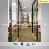 Salle de séjour de la sécurité de cloison de verre
