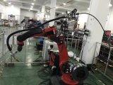 O automóvel apara a máquina de soldadura ultra-sônica do robô