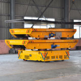 Reboque motorizado do transporte da indústria pesada de maquinaria agricultural no assoalho do cimento