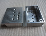 Pieza que trabaja a máquina que muele del aluminio del CNC
