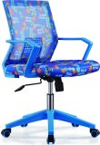 従業員の椅子を持ち上げ、回すことができるオフィスの椅子網の椅子