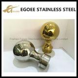 飾られたステンレス鋼の空の球