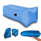 Un nylon aperto con il PVC o l'unità di elaborazione che ricopre la base gonfiabile di sonno del sacchetto di aria