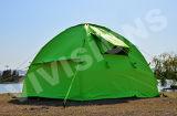 Новые люди типа 4 делают раздувной ся шатер водостотьким