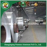 Packende Aluminiumfolie in der riesigen Rolle