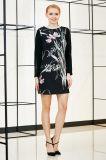 Длиннее платье переноса размещения втулки с вставкой шнурка на втулке