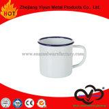 Tasse d'émail de consommation quotidienne avec la tasse de thé de traitement