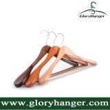 Gancho de revestimento de madeira do pêssego de luxe do hotel para o indicador da loja da roupa