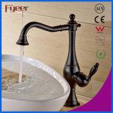 L'huile de Fyeer a frotté le robinet en laiton de bassin de partie supérieure du comptoir en bronze
