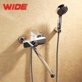 Descarga larga bañera ducha de esquina en la pared grifo Rusia Grifo monomando de ducha con desviador