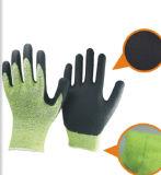 Связанные перчатки PU Резать-Упорного вкладыша Coated на ладони