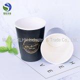 Taza de papel disponible para la bebida caliente y fría