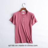 Le donne mettono la maglietta in cortocircuito del manicotto