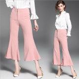 Pantaloni di modo nel colore rosa per i pantaloni delle donne