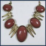 Nouveau objet de design Perles acryliques avec feuilles de point élégant Collier de mode Bijouterie