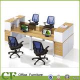 Bureau droit de partition de poste de travail de 4 personnes avec le meuble d'archivage