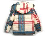 子供の摩耗のために着ている格子縞の暖かい子供