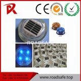 Roadsafeの反射円形の太陽緩和されたガラスLEDの道のスタッドの舗装の道のマーカー