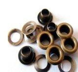 Pasamuros comunes, remaches del metal y pasamuros para la ropa, remaches de cobre amarillo y pasamuros