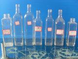 Botellas de cristal de diversa dimensión de una variable vacía y de diverso color para el aceite de oliva
