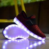子供のためのオリジナルの製靴工場の高品質安いLEDの靴