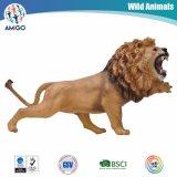 Les gosses ont préféré le jouet réaliste d'animal de modèle de lion