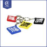 専門の習慣PVCシリコーンは、キーホルダーおよびキーホルダーのロゴに金属をかぶせる