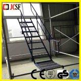 Unidad interna de la escalera del andamio usada en emplazamiento de la obra