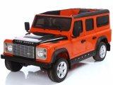 Land Rover a autorisé la conduite sur des gosses de jouet de véhicule deux portées