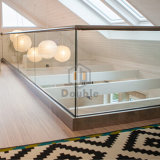 Wood Tube Handrail를 가진 아파트 Staircase U Channel Glass Railing