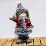 Utilizan a la niña encantadora de la estatua para la decoración al aire libre y casera en la Navidad