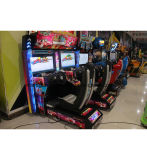 Монетка привелась в действие скорость вверх управляя Outrun видеоиграми HD автомобиля участвующ в гонке имитатор аркады