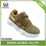 Comercio al por mayor moda infantil volando unida a los niños zapatillas