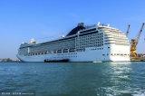 중국은 중국 사람 배 건축업자에게서 여객선을 만들었다