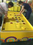 Paradas afortunadas del juego del carnaval de las cabinas del juego del carnaval de las monedas que lanzan el equipo del parque de atracciones de las monedas
