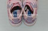 Chaussures de toile de la fille avec haut supérieur
