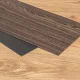 아래로 판자 도와를 마루청을 까는 검은 호두나무 Lvt PVC 비닐 건조한 뒤/접착제