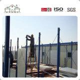Trabalhador no Local de construção dormitório temporária de aço leve Prefab House