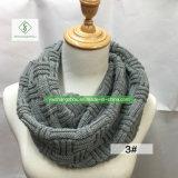Самые новые женщины зимы обыкновенным толком грелку шеи безграничности связанную шарфом