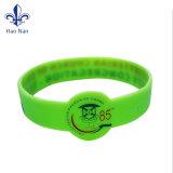 Incandescenza ecologica di modo in braccialetti scuri del silicone per il regalo promozionale