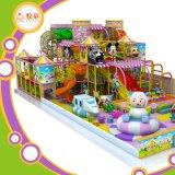 Parque de diversões macio interno do jogo das crianças coloridas do tema dos doces com Trampoline