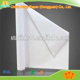 Documento di tracciatore bianco o crema per la stanza di taglio dell'indumento