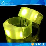 Bracelet télécommandé sans fil de silicium d'éclairage LED d'IDENTIFICATION RF