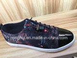 Il nuovo svago delle scarpe da tennis di modo dei pattini casuali calza le calzature
